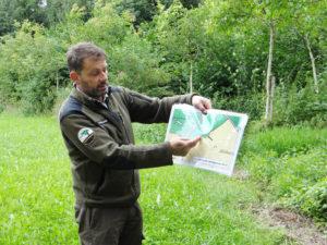 Ruedi Lengweiler vom Forstamt erläuterte, wie sich die Waldgrenze in der Vergangenheit verändern konnte.