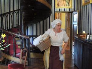 Magd Pauline leitet die nächste Themenführung auf Schloss Arenenberg. (Bild: zvg)