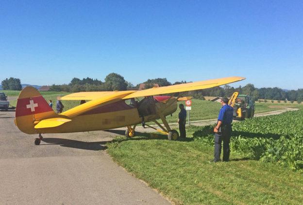 Am Dienstagnachmittag musste in Ermatingen ein Motorflugzeug notlanden. (Bild: Kapo TG)