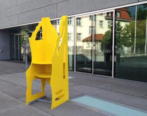 Kunstfertige, überdimensionale Sitzgelegenheit der Kreuzlinger Firma Neuweiler AG. (Bild: zvg)