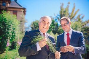 In vierter Generation übernimmt Lucas Baumann (rechts) das Unternehmen RAUSCH von seinem Vater Marco Baumann.