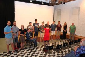 Filmemacher, Organisatoren und Jury nach Abschluss des Filmfestivals «Blickfang» im Torggel Rosenegg.(Bild: ek)