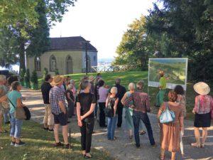 Fuehrung an der «Langen Nacht der Bodenseegärten» auf Arenenberg. (Bild: zvg)