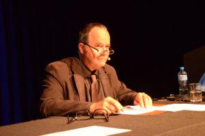 Damian Miller stellte den Fachbereich Bildungs- und Sozialwissenschaften vor, eingebettet in die kontroversen Diskussionen rund um die Volksschule. (Bild: zvg)