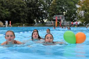 Die erste Startgruppe beim Schwimmen. (Bild: zvg)