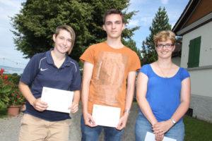 Sie waren in diesem Jahr die Besten in der Kategorie C, von links: Lisa Siegrist (2.), Sven Frei (1.) und Helen Feuz (3.). (Bild: zvg)