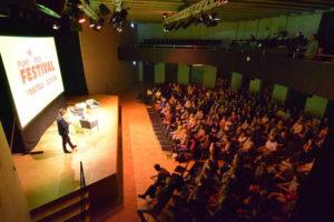 """Film ab: Aus Winterthur wird das Podium vor dem Hauptfilm """"Racing Extinction"""" live in alle 16 Festivalstädte übertragen. (Bild: zvg)"""