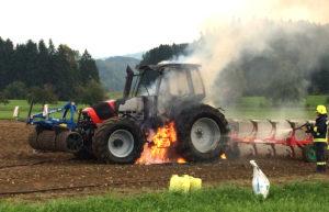Am Traktor entstand Sachschaden von mehreren zehntausend Franken. (Bild: Kapo TG)