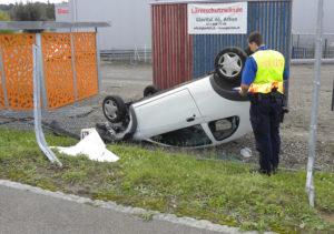 Die Autofahrerin wurde beim Unfall leicht verletzt (Bild: Kapo TG)
