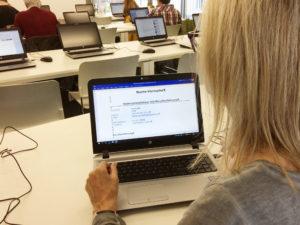 Im BIZplus können Besucherinnen und Besucher unter anderem ihre Bewerbungsunterlagen am PC erstellen und von Fachspezialisten prüfen lassen. (Bild: ID)