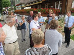 Auf humorvolle Art wurde den Kreuzlinger Gästen der «Schnuggebock» in Teufen vorgestellt. (Bild: zvg)