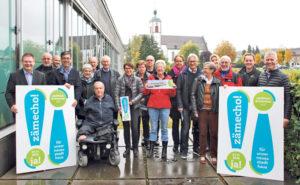 Nationalrat Christian Lohr und Unterstützer. (Bild: sb)
