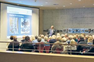 Über 100 Zuhörer folgten dem Vortrag von PD Dr. med. Woydt. (Bild: zvg)