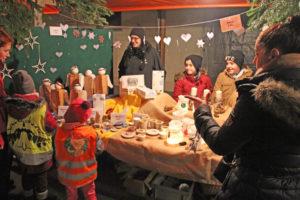 Freudestrahlende Gesichter am Weihnachtsmarkt. (Bilder: zvg)