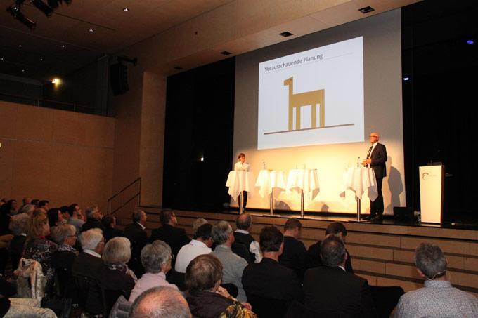 Stadtpräsident Andreas Netzle stellte am Podium vergangene Woche das Stadthaus vor. (Bild: ek)