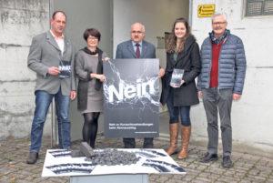Energiewende ja – extremer Ausstieg nein: Hans Eschenmoser, Brigitte Kaufmann, Ruedi Zbinden, Aline Indergand und Bruno Schlauri (v.l.). (Bild: zvg)