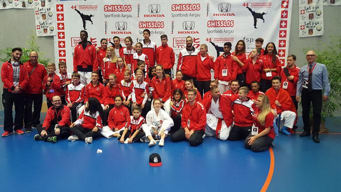 Das Karate Team von Reto Kern. (Bild: zvg)