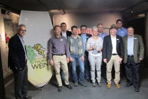 Die stolzen Winzer mit Gold-Auszeichnung.(Bild: zvg)