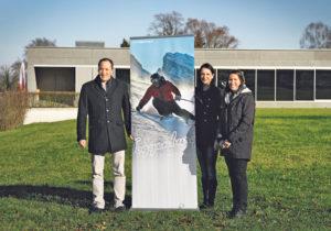 Jasmin Köstli, Messeleiterin GEWA (Mitte), Sonja Fuchs, Marketing Toggenburg Tourismus und Michael Max Müller, Hotelier aus Wildhaus.(Bild: zvg)