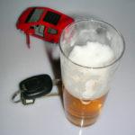 Alkohol und Autofahren verträgt sich nicht. (Symbolbild: S. Hofschlaeger/pixelio.de) Hofschlaeger